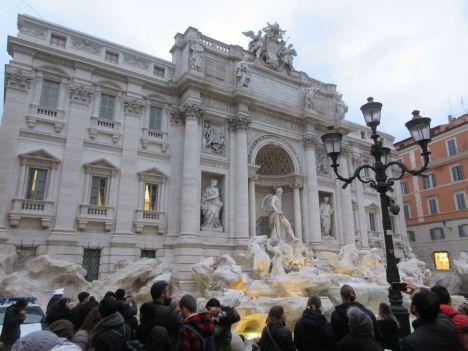 rome-fontaine-de-trevi-promenade-voeu